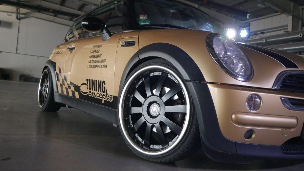 Mini Cooper mit Jack Line Felgen, Fahrwerk und Folierung
