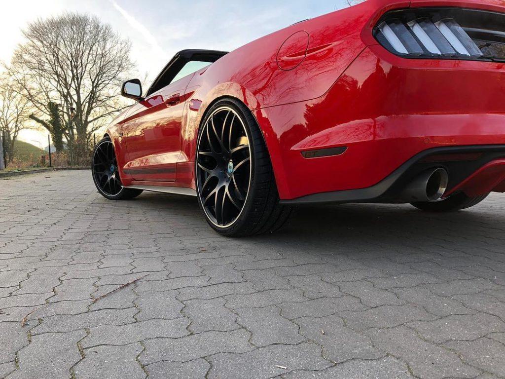 Ford Mustang mit 21/22 Zoll Gambit Felgen