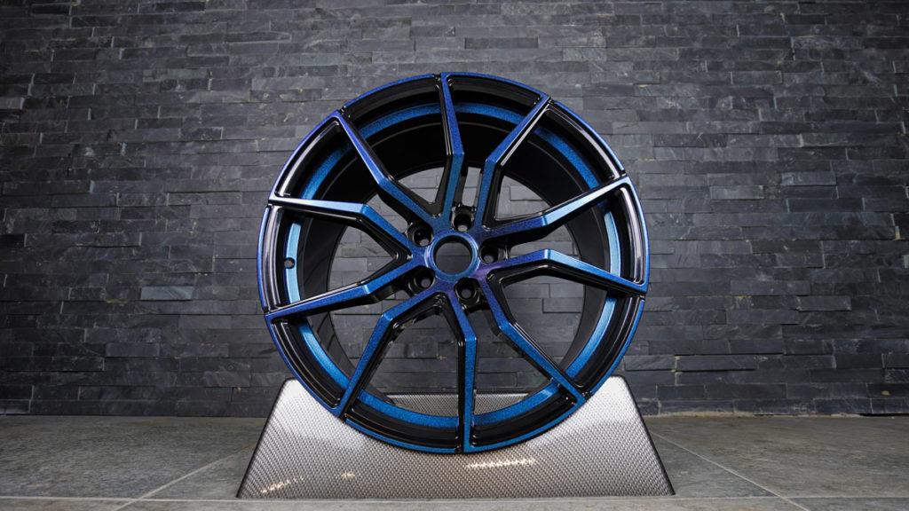 pulverbeschichtung-schwarz-blau-glitzer
